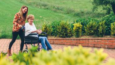 How to Help Your Senior Loved Ones Transition to a New Caregiver