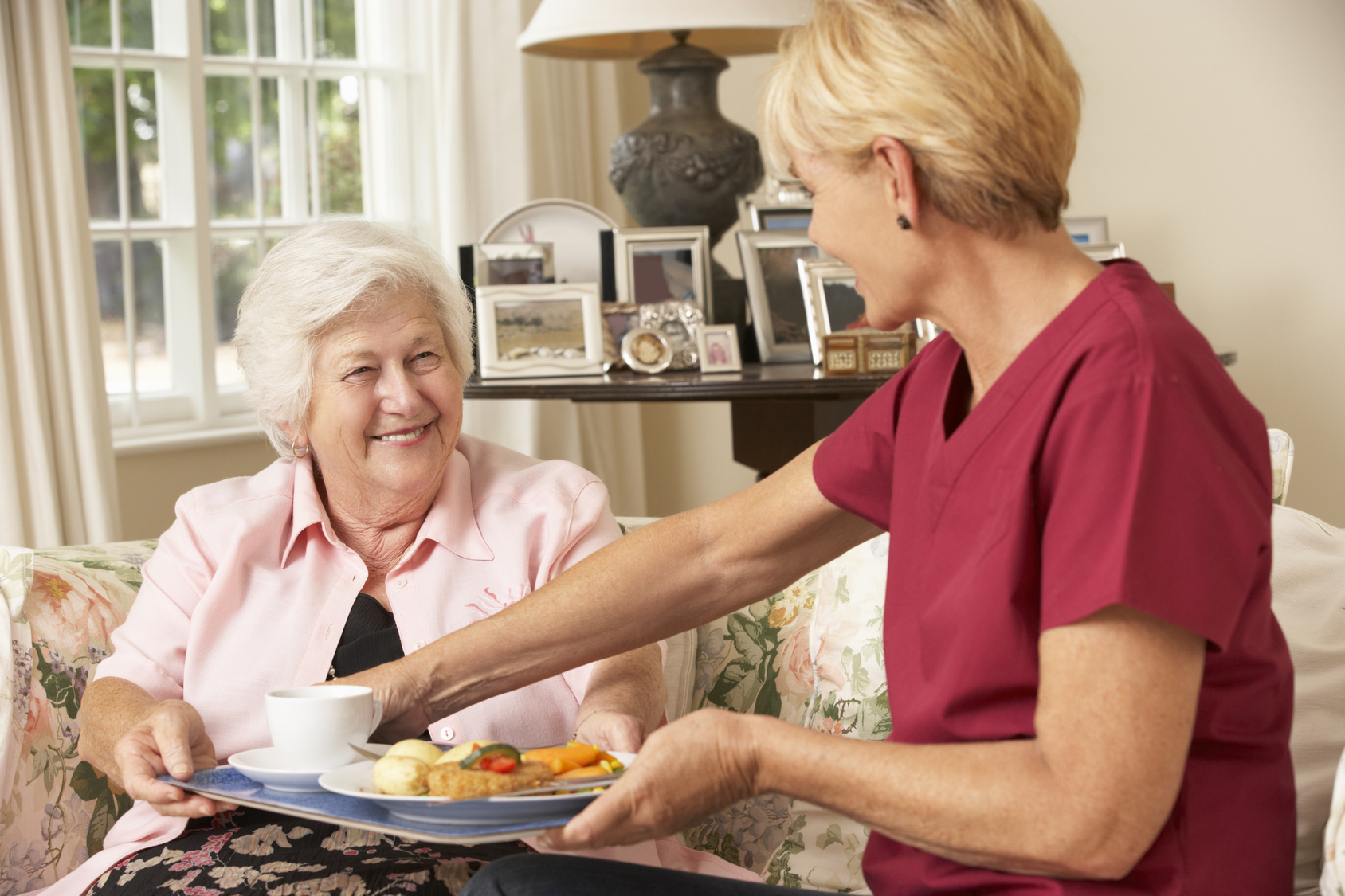 Caregiver-Serving-Food-to-Senior