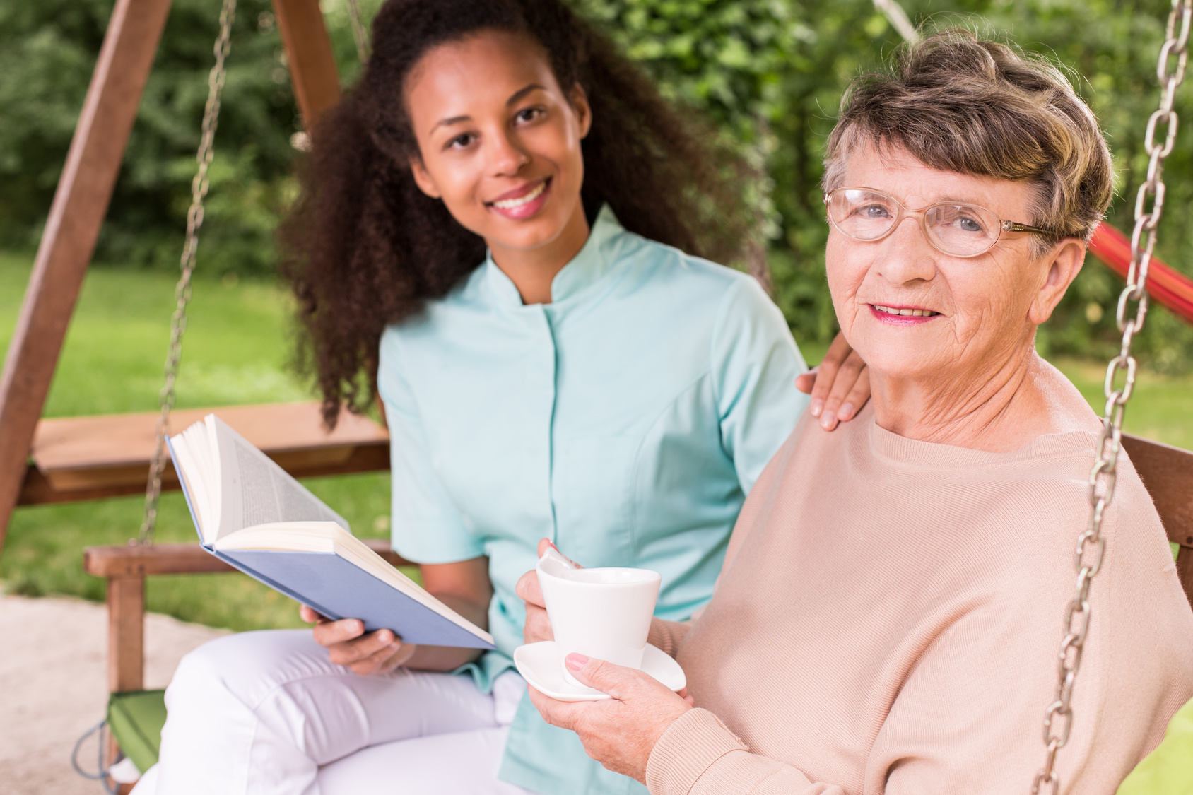 Caregiver-with-Elderly-Woman-Reading