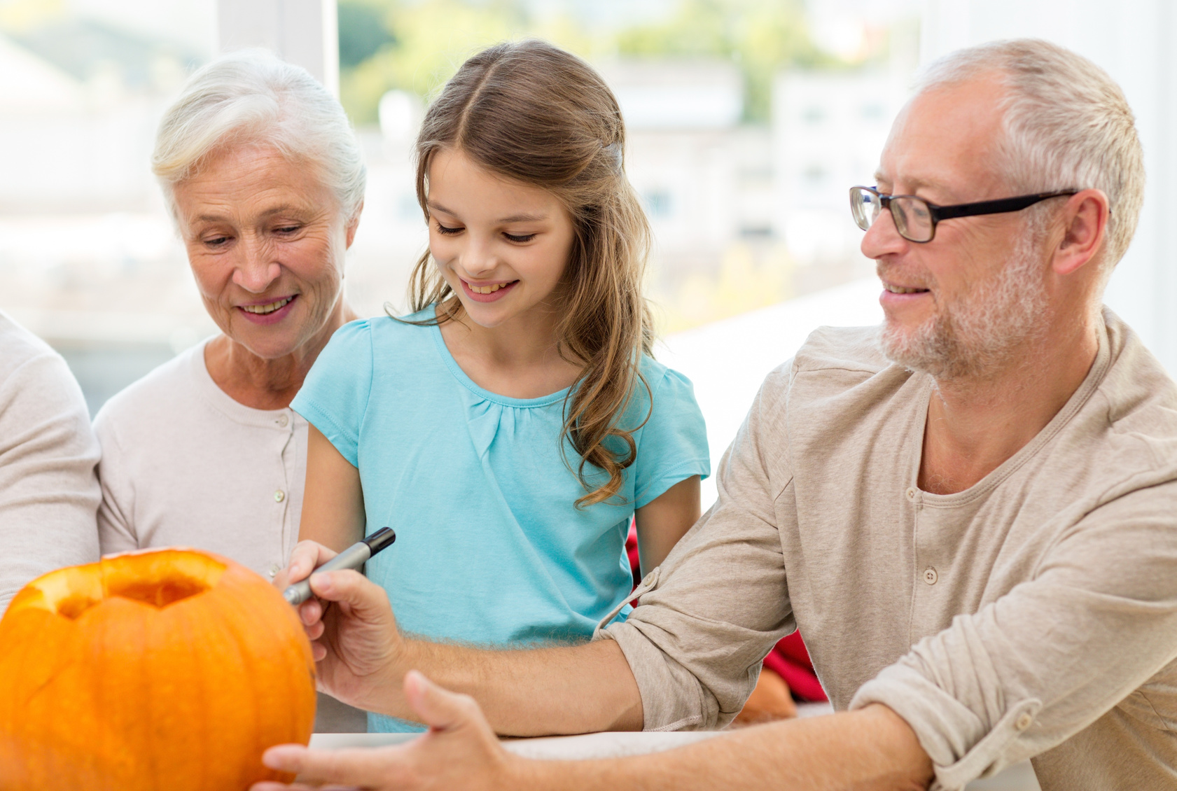 Seniors-Carving-Pumpkin-with-Little-Girl