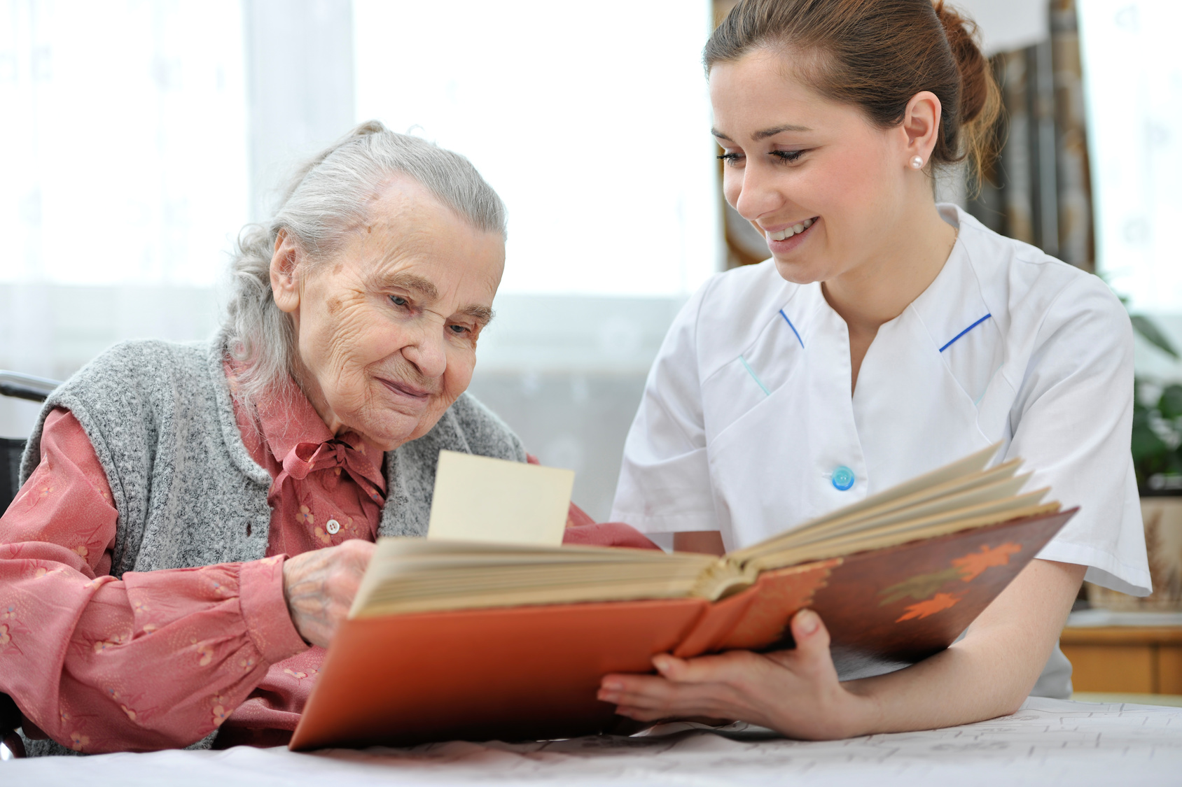 Caregiver-Senior-Reading