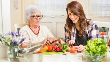 4 Thanksgiving Activities for Seniors and Caregivers