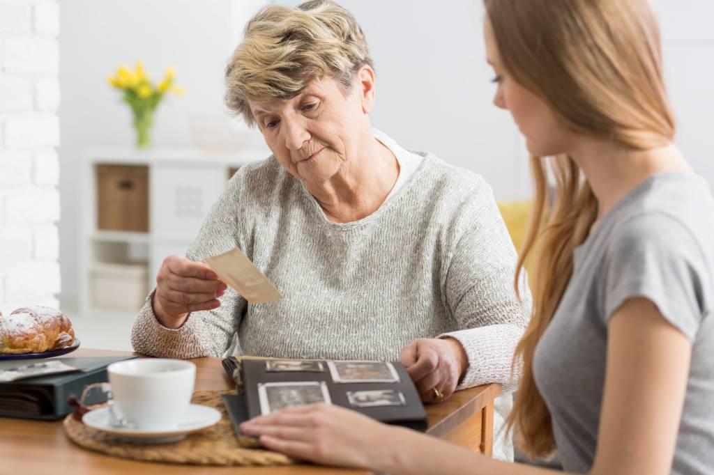 Caregiver-Senior-Looking-at-Pictures