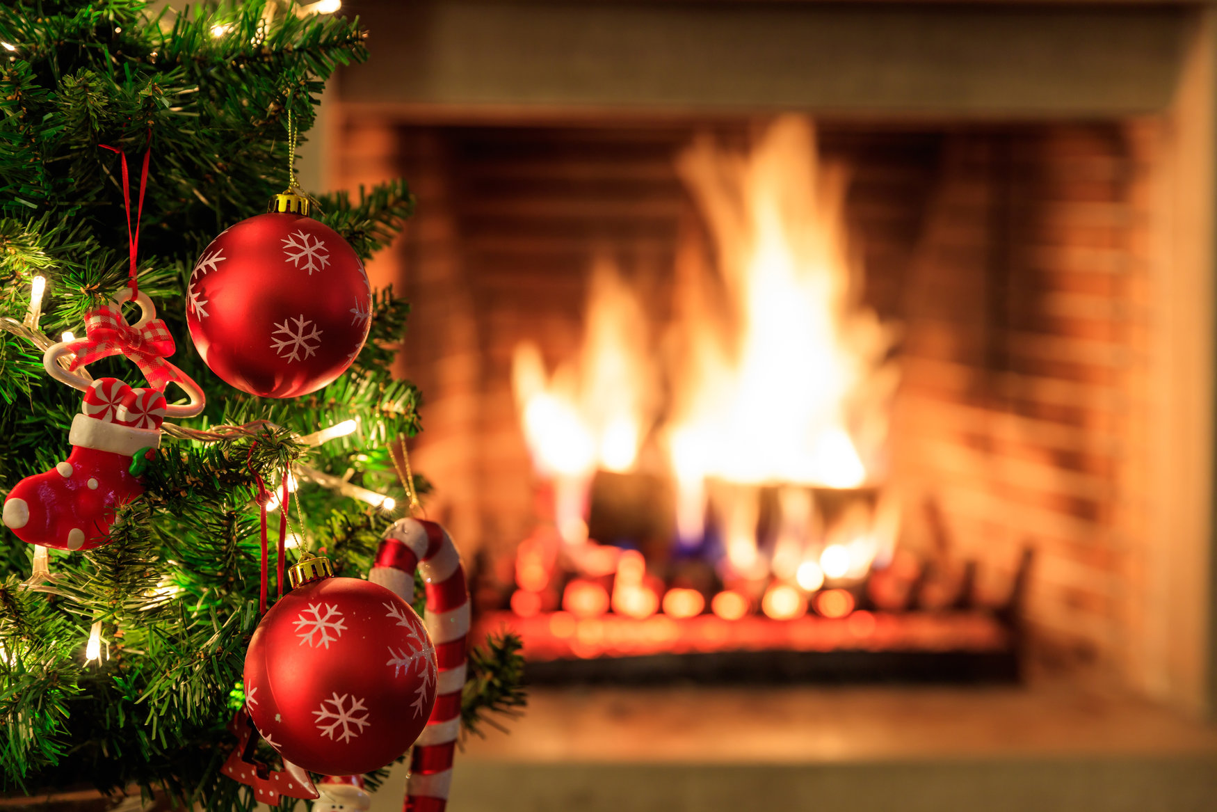 Christmas-Tree-Ornaments-Fireplace