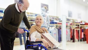 10 Tips for Safe Holiday Shopping with Senior Loved Ones