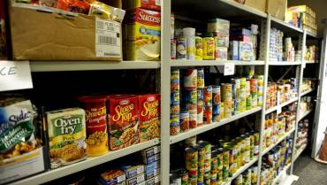 Assisting Hands Schaumburg Donates to Food Pantry